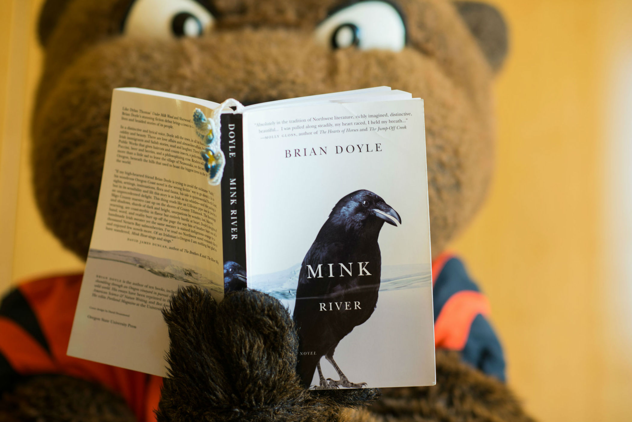 OSU mascot reading book